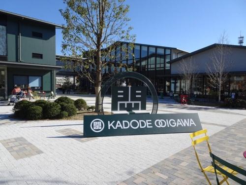 KADODE OOIGAWA(イベント広場より)。インターチェンジ至近という意味でも、この場所から北に向かって登り勾配という地形的な意味でも、地区の玄関口に当たる(写真:赤坂 麻実)