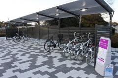 図1●竜田駅のサイクルポート。一般の駐輪エリアの右端を利用
