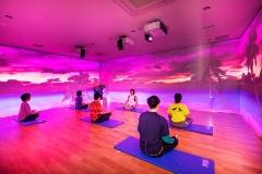 「VR/フィットネスゾーン」。プロジェクションマッピングを備えたスタジオもある(提供:ビバ&サンガ)