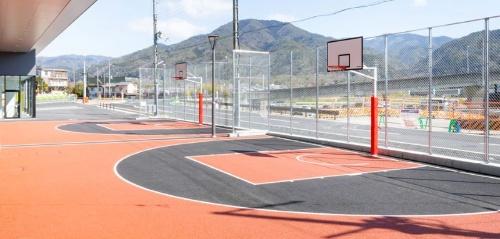 無料で利用できる3×3バスケットコート(写真:市川史樹)