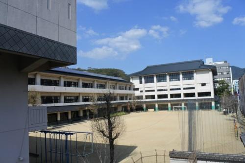 図10●ながさきサステナエナジーが電力を供給する長崎市立桜町小学校