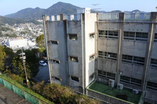 図11●ながさきサステナエナジーが電力を供給する長崎市立長崎中学校