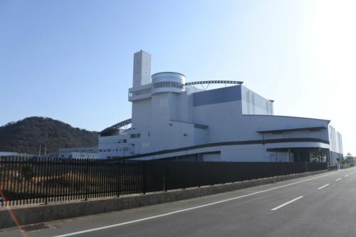 図12●西工場の外観。変動するバイオマス比率を予測する必要がある