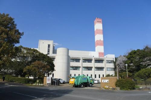 図7●東工場の外観。処理能力300t/日のストーカ炉で廃プラを焼却し、発電出力は2MW。設計施工は三菱重工業