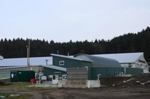 図11●八雲町で稼働中のバイオガス発電施設。発酵後の廃液は液体肥料として活用