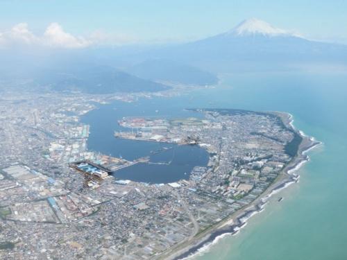 図1●静岡市街。太平洋から南アルプス南部まで市域が広く、富士山の眺望もよい