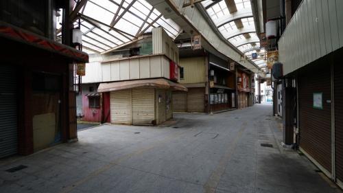 人影まばらな本町商店街。この奥に繁盛店が突如として登場した(写真:寺尾 豊)
