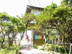 観光養殖場タツノオトシゴハウス。築40年の建物を当初はほぼDIYで改修したという