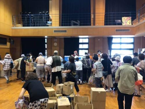 三川地区公民館での支援物資配布の様子(写真提供:大牟田ビンテージのまち)