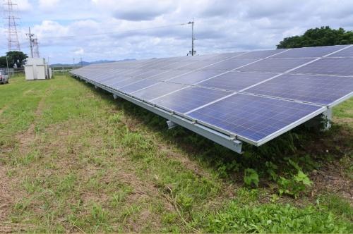 図3●カナディアン・ソーラー製のパネル、東芝三菱電機産業システム(TMEIC)製のPCSを採用した