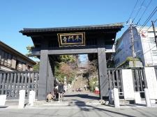 多くの参拝客で賑わう池上本門寺(写真:日経BP)