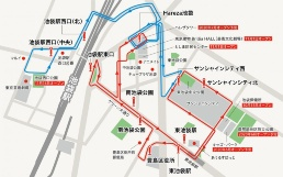 左写真は「IKEBUS(イケバス)」。車両のデザインはJR九州「ななつ星in九州」などを手掛けた水戸岡鋭治氏。運行はWILLER EXPRESS(東京都江東区)が行う。時速20km未満のゆっくりした速度で走行し、まちの景観を楽しむことができる。写真は試験運行時のもの。上図はイケバスの運行ルート(資料:豊島区)