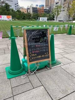 親しみやすい養生中の看板(写真:日経BP総研)