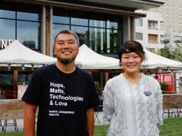 ネストの青木純代表と飯石藍取締役(写真:三上美絵)