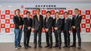 RINGS設立記者会見。日本大学文理学部の大澤正彦次世代社会研究センター長(左から4人目)とパートナー各社・団体の代表(提供:ロート製薬)