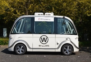 実験で使用する電気自動車のNAVYA ARMA。車両上部に車両の位置を測定するための衛星測位システムのGNSSアンテナがあり、障害物を探知する3D LiDARや2D LiDARを搭載する(出所:WILLER)