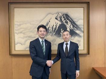 千葉市の熊谷俊人市長(左)と楽天モバイルの山田善久社長(出所:楽天モバイル)
