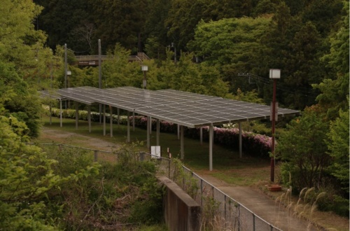 図2●マイクログリッド内に設置した約50kWの太陽光発電設備