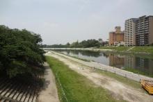 事業用地の現況写真。事業用地の北側に位置する乙川(資料:岡崎市)