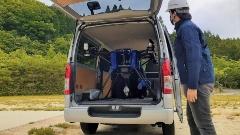 災害時に使用予定のドローン。最大30kgの荷物を運搬、着陸せずに荷下ろしする。ワンボックスカーで運搬できるサイズだ(写真:2点ともSkyDrive)