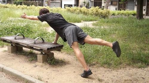 公園でのエクササイズのイメージ(写真:東急スポーツオアシス)