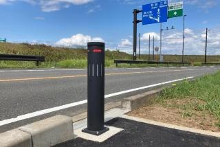 函南町の国道136号に設置された冠水センサ付きボラード(発表資料より)