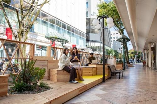 静岡市が社会実験を開始したパークレット(出所:静岡市)