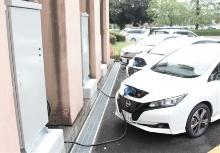 EV充放電器に接続された公用車EV