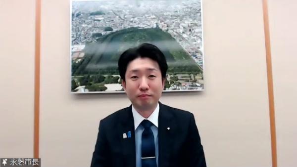 大阪府堺市の永藤英機市長。泉北ニュータウンのスマートシティ構想を発表した(写真:オンラインイベントのキャプチャー、以下同)