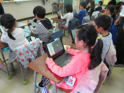 渋谷区立千駄谷小学校で2017年10月19日に実施した授業の様子(写真:日経 xTECH)