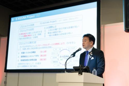 講演するさいたま市長の清水勇人氏(写真:山本尚侍)