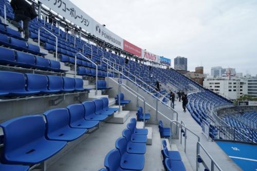 2812席が増設された左翼側スタンド「ウィング席」(写真:日経BP)