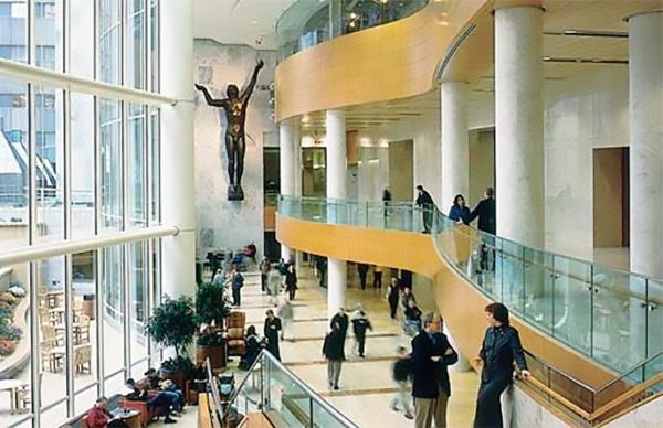 メイヨークリニック近景(写真提供:Robert K. Smoldt[Emeritus CAO, Mayo Clinic])