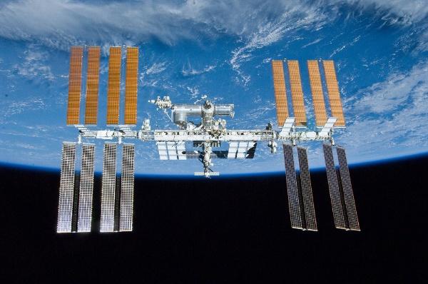 図1●国際宇宙ステーション(ISS)