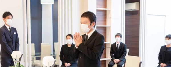 コロナ禍で葬儀のイメージも変わりつつある。スタッフの感染防止対策も課題だ(写真提供:よりそう)