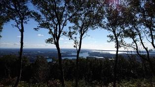 全長約2キロメートル、累積高度差124メートルの「横山天空コース」。複雑なリアス海岸の英虞湾を一望できる横山展望台を目指す(写真・資料:4点とも志摩市)