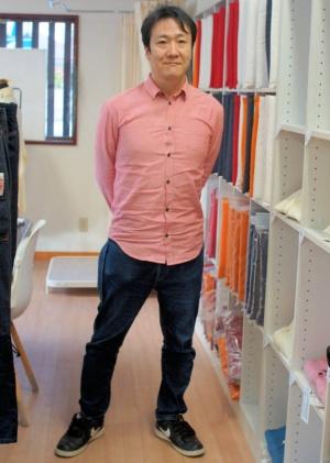 上田氏が履いているのもリフトアシストジーンズである(写真:筆者が撮影)
