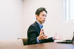代表取締役の瀧靖之氏