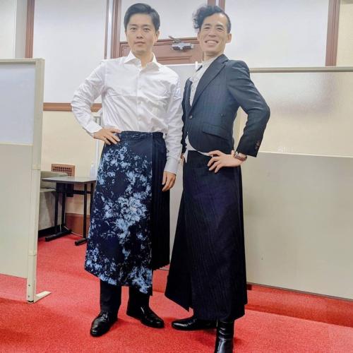 世界を変えるには日本を、日本を変えるには地域を変えていかなければならないとの考えから、様々な地域の首長にボトモールを着用してもらい、その意義を伝えている(提供:日本障がい者ファッション協会)