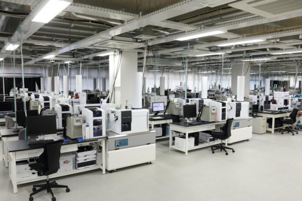 バイオラボ棟内にある解析装置群