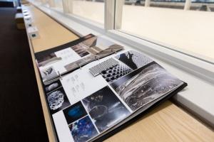 「色・デザインの本」コーナーに置かれたデザインブック