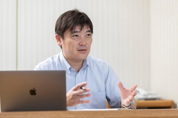 岩手県矢巾町 企画財政課長 兼 未来戦略室長の吉岡律司氏(写真:佐藤 到、以下同)