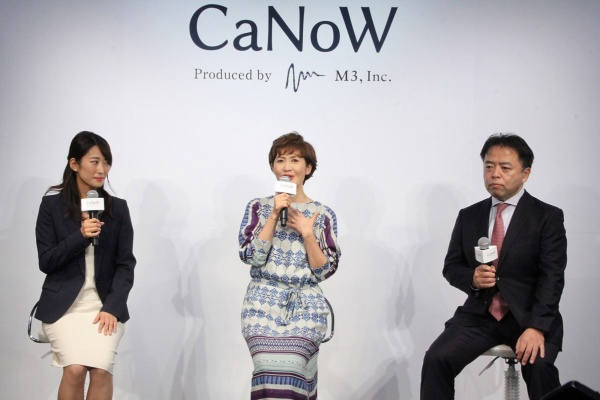 トークセッションの様子。右が宮崎善仁会病院の押川氏、中央が女優の古村氏