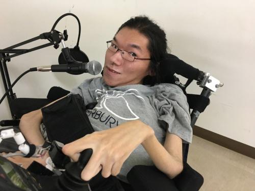 筆者によるリモートインタビューに対応する吉成氏(写真提供:田中氏)