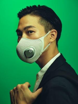 「フィリップス ブリーズマスク」は機能性に加え、デザイン性の高さをうたう。色はブラックとグレーの2色を用意する(出所:フィリップス・ジャパン)