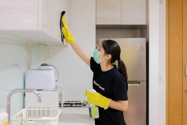 除菌清掃の訓練を受けた清掃チームを全ての部屋のチェックアウト時に配備しCOVID-19防止に努める(出所:MetroResidences社プレスリリース)