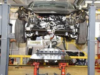 テスラ モデル3の分解開始、50万台を量産する車体設計に驚嘆!