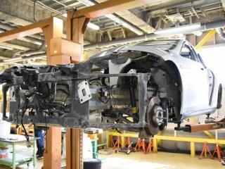 テスラ「モデルS」の車両をバラバラに、アルミボディの高級仕様