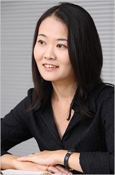 デピュー・スパイン事業部 ジェネラルマネジャーの野津 バーンスタイン 麻美子さん