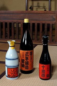 かめびし伝統の高級醤油、「三年醸造醤油」「古醤油十歳造(ととせづくり)」「もろみ醤油」など